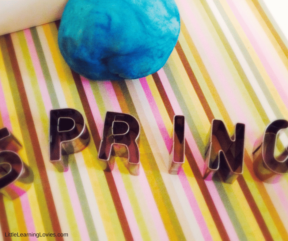 Homemade Springtime Playdough (1)
